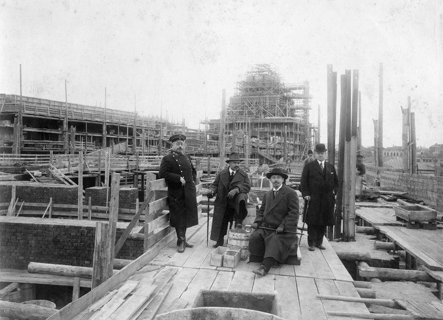 А. В. Щусев на строительстве казанского Вокзала. 1915г.