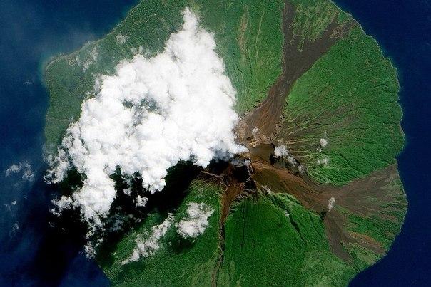 Агентство NASA опубликовало собранные им снимки действующих вулканов из космоса