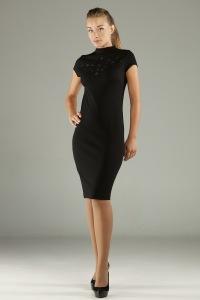 Роскошное платье с интересным украшением на груди - пластиковая качественная фурнитура, оживляющая платье и придающая