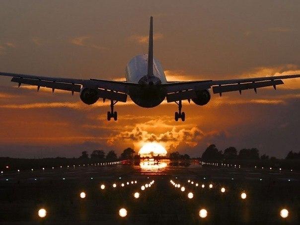 самолёт взлетает фото