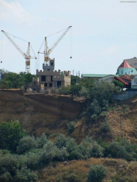 А кто то строит замки на берегу...