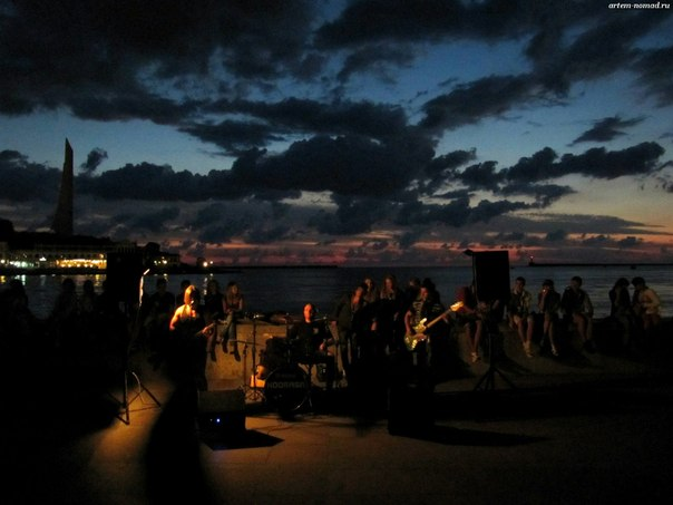 Концерт на ночной набережной