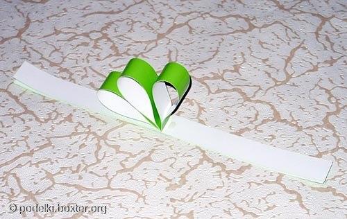 Снежинка из бумажных полосок