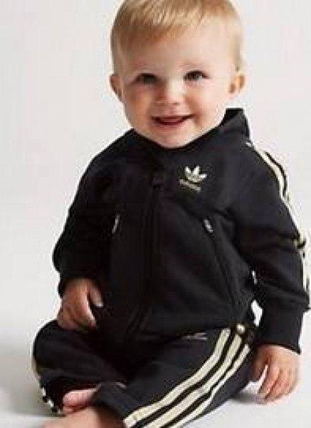 Где купить детский спортивный костюм адидас?? в свободной продаже они