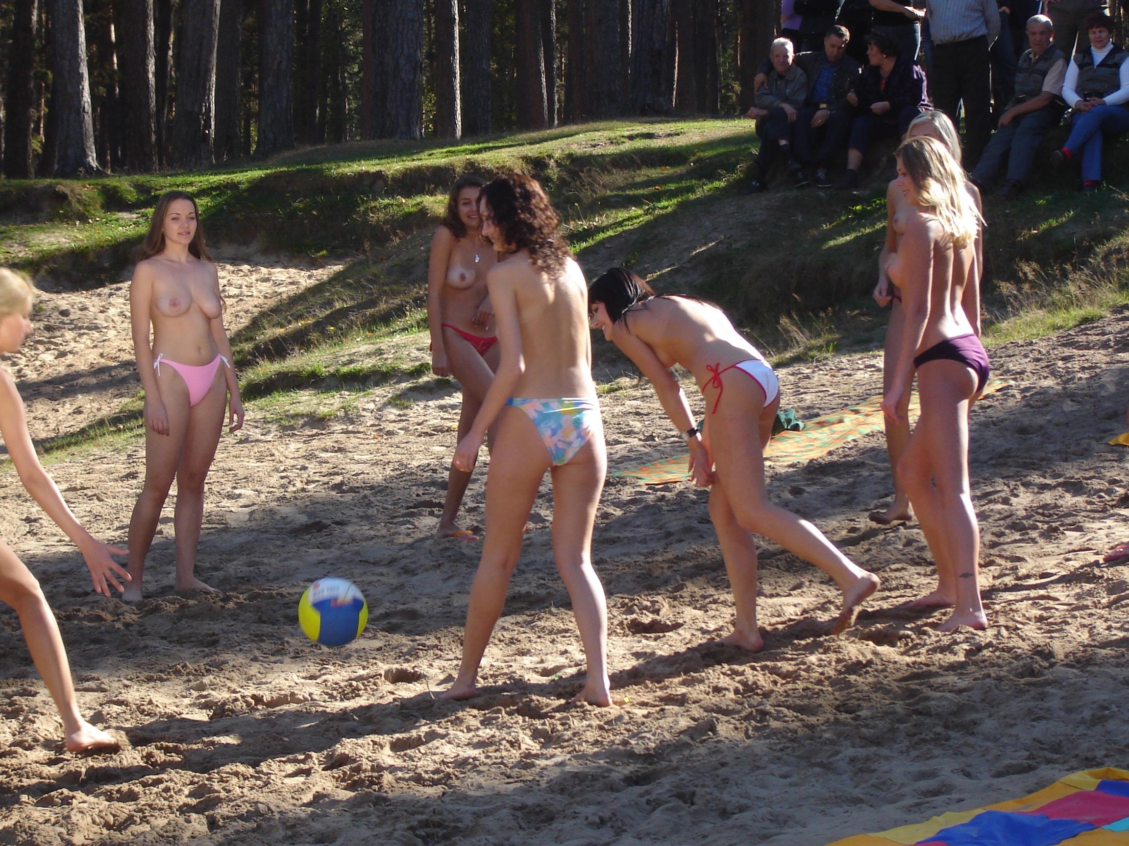 Эротические фото пляжных волейболисток