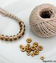 Простенький, но изящный браслет может получиться из ниток и гаек.