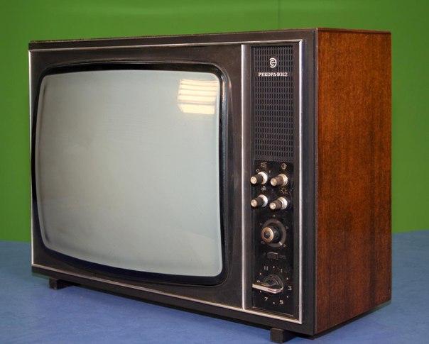 """А это телевизор  """"Рекорд В-312 """", хороший был телик, качественный.  Нашла в инете фото...  Из газировок еще  """"Тархун """"..."""