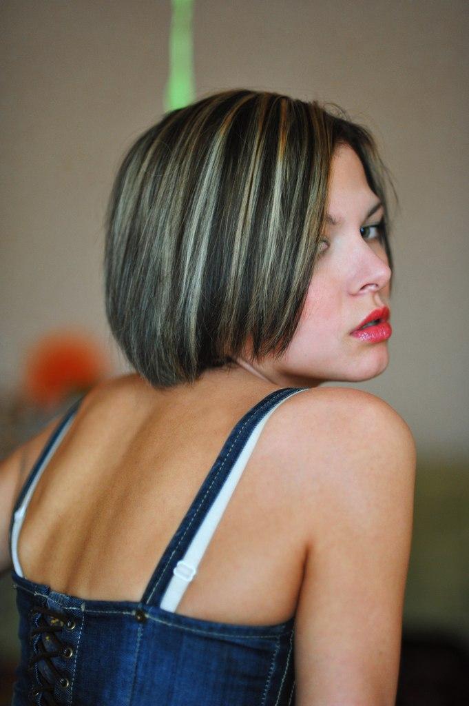 Причёски для прямоугольного лица на короткие волосы