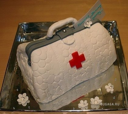 Торты на медицинскую тематику сумочка