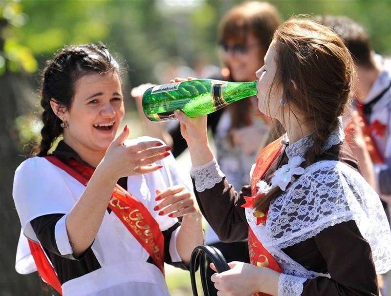 П'яні оголені випускниці
