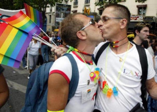 США хотят добиваться разрешения однополых браков во всем мире