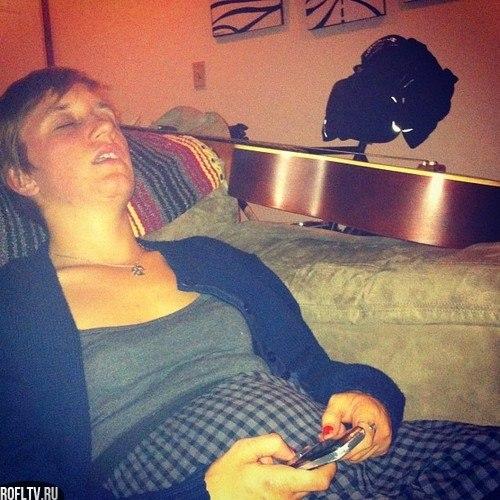 Пьяная баба спит, спящие пьяные бабы фото.