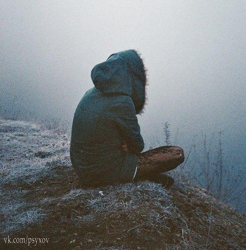 Слишком много переживаем. Слишком серьезно воспринимаем. Надо относиться ко всему проще. Но с умом. Без нервов. Главное думать. И не делать глупостей.  © Эрих Мария Ремарк