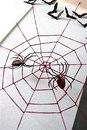 Для создания этого панно с пауками и летучими мышами вам понадобится рамка для фотографии, нитки...  Автор: Handmade.