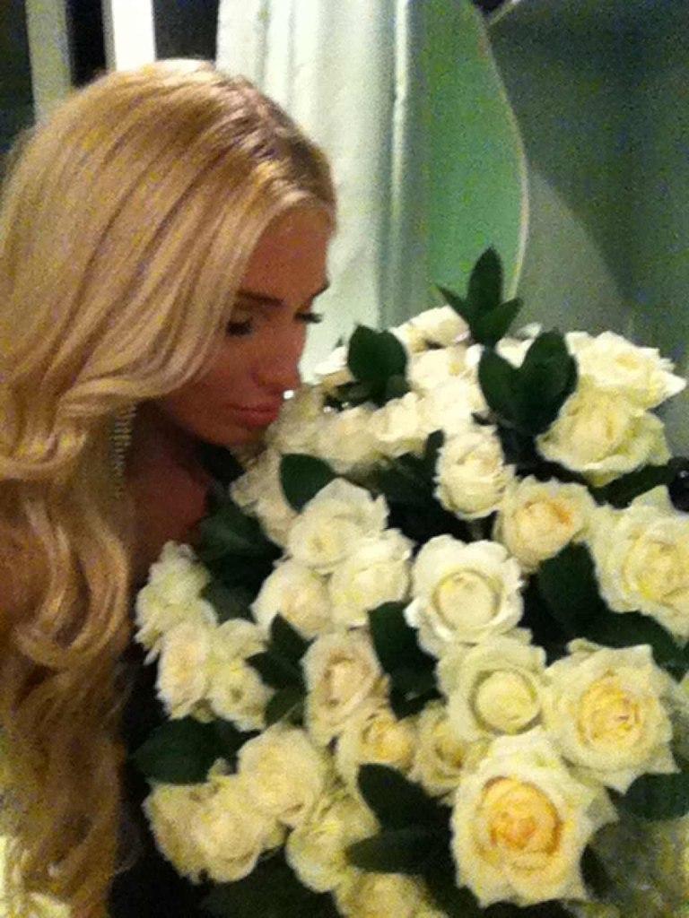 Реальные фото блондинок с цветами