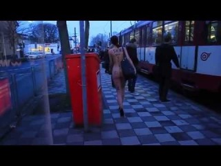 Stark Naked model brightens up journey to work by travelling in the buff