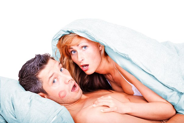 громко стонет при сексе: