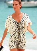 Немалое влияние на модные тенденции и изменения в пляжных гардеробах...