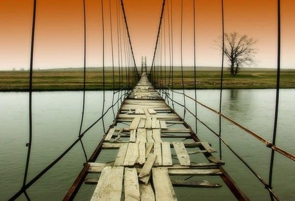 Старий деревяний міст