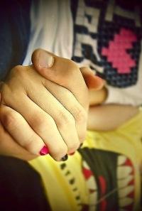 К чему сниться что парень берет тебя за руку
