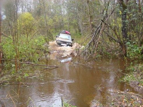 автомобиль через речку