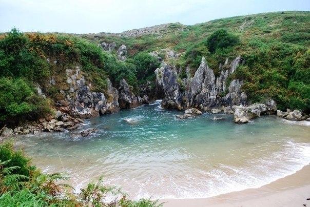 Плайя-де-Гульпиюри (Playa de Gulpiyuri) – морской пляж без моря.