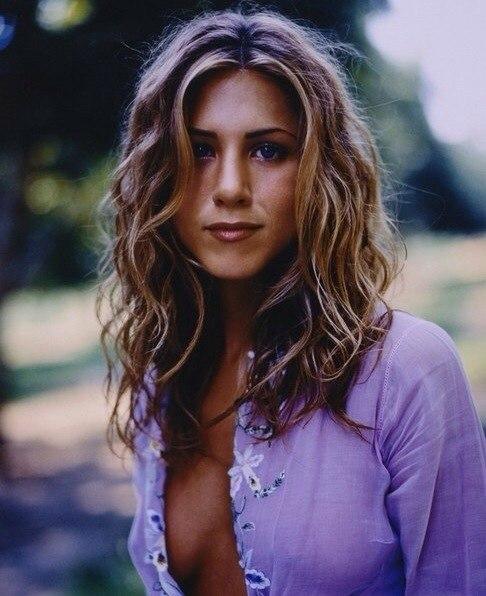 Голая Дженнифер Энистон (Jennifer Aniston) показывает свои прелести.