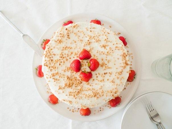 Клубничный торт на день рождения
