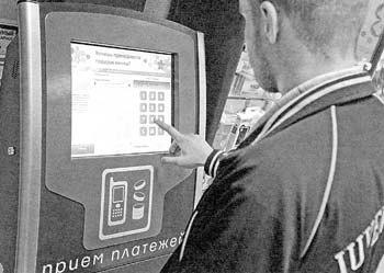 Молодой специалист взломал программу платежного терминала и пополнял