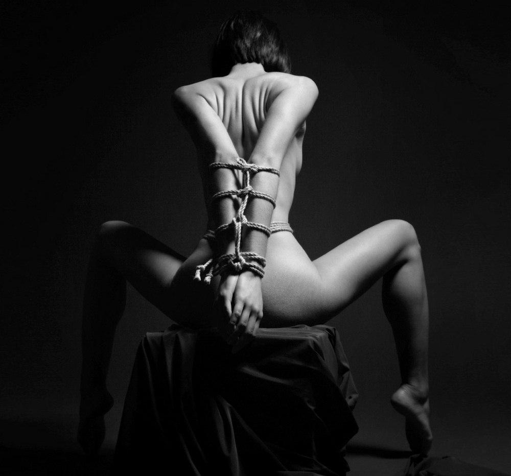 Секс завязывают руки ноги и всё тело 21 фотография
