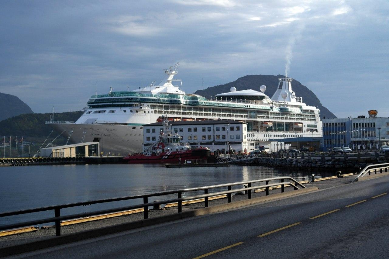 Куда подует ветер, туда и облака: круиз по фьордам на Vision of the Seas, май 2013