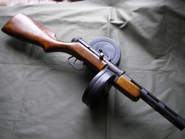 На этот раз с пистолетом пулеметом Дягтерева ППД образца 1940 года.  Есть большое желание сделать его с рабочими...