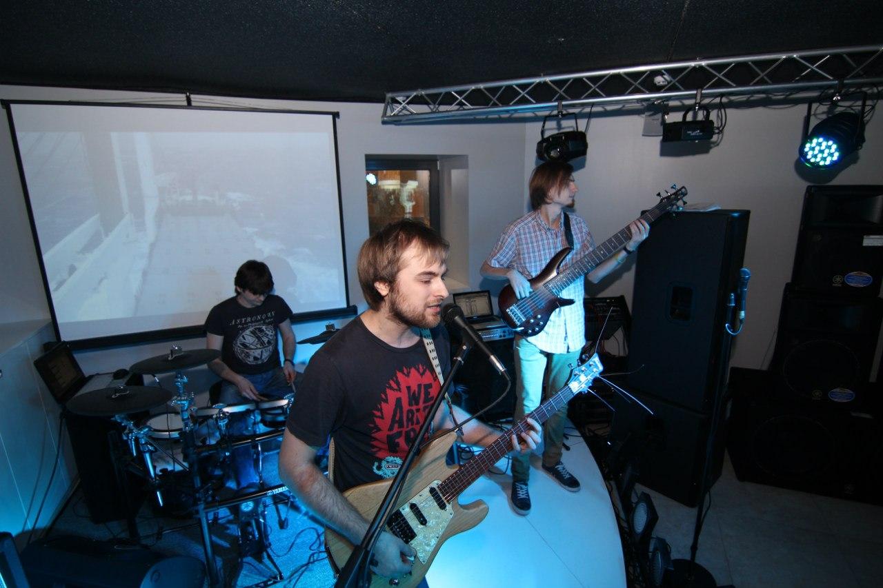 Магазин музыкальных инструментов JAM Киев ул. Драгоманова 31Д группа WayStation