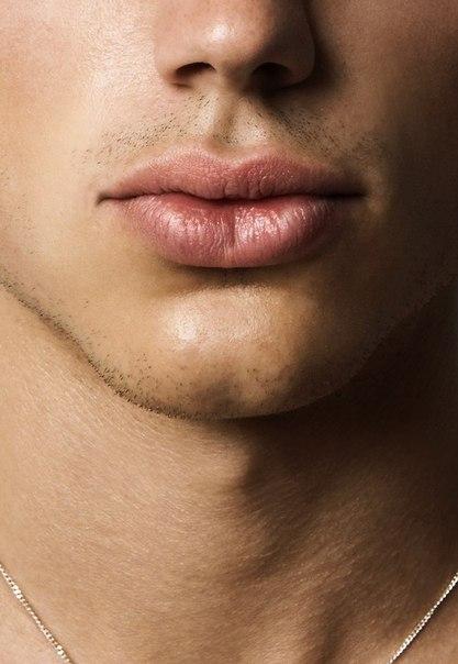 Сексуальные мужские губы