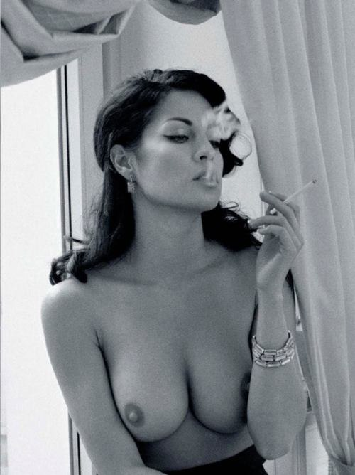 Фото курящих и пьющих девок 1 фотография