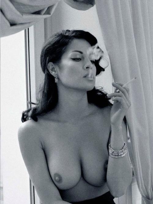 она знала, сиськи курят сигареты фото меня сперма виду