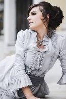 Викторианский стиль одежды пришел к нам из чопорной Англии, где в свое время получил имя в честь правившей тогда...