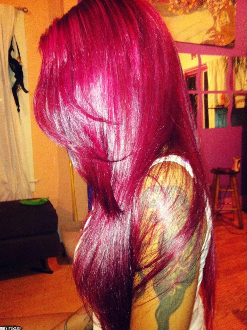 Девушка с красными волосами со спины на аву в контакт