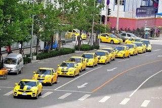 """О... В Пекине состоялся парад автомобилей, стилизованных под героя фильма  """"Трансформеры-2 """" Bumblebee."""