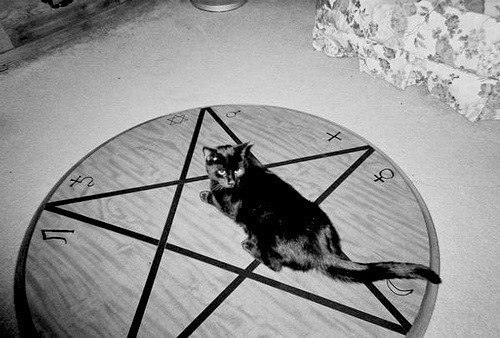 soothsayer - культ Сатаны. Сатана. Дьявол. Люцифер ( фото, видео, демотиваторы, картинки) 8YlbcIo3Dqs