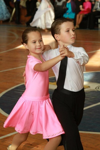Спортивно бальные платья для детей