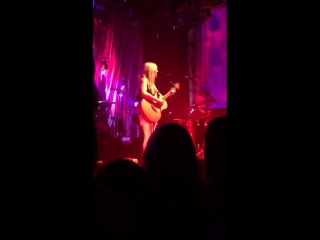 Ellie Goulding - Guns and horses (live) 18th April 2013, Lithuania