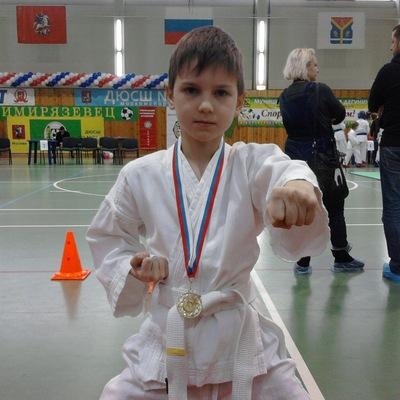 Максим Антонов, 28 апреля , Москва, id203410133