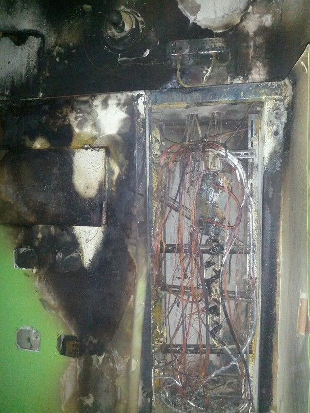 Вчера в #Волгограде был #пожар В районе 23:00 взорвался электрический щит в подъезде одной 9ти этажки.
