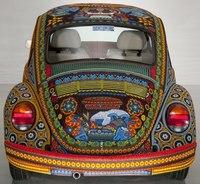 Машина, украшенная бисером.