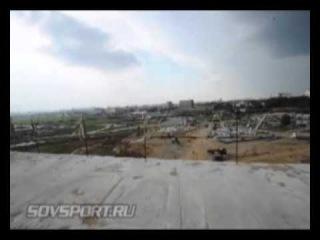 На стадионе «Спартака» начали возводить крышу.