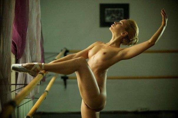 фото голой балерины