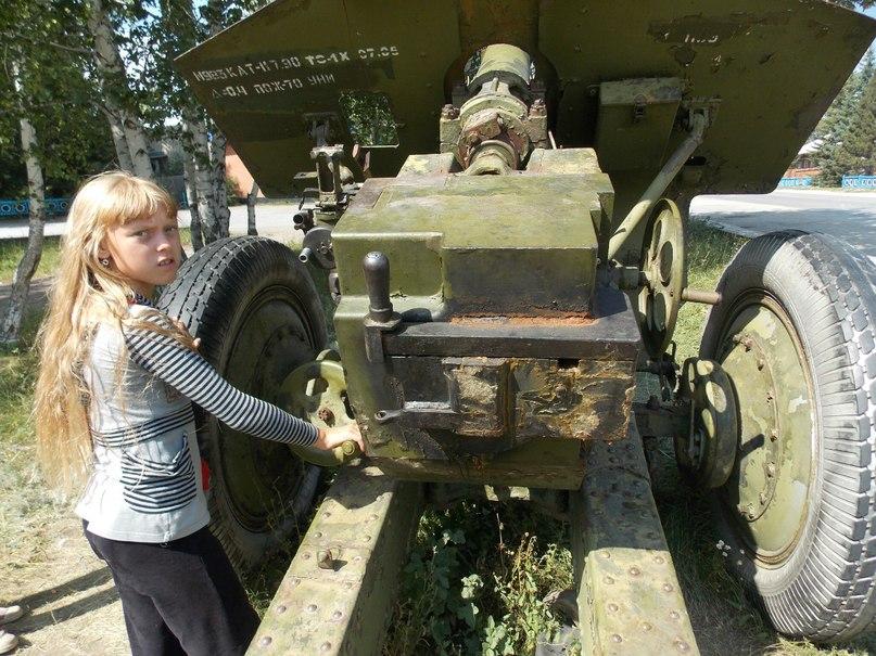 В селе Курья даже девочки заинтересовались пушкой