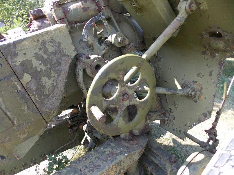 Механическое приспособление для поднимания-опускания ствола