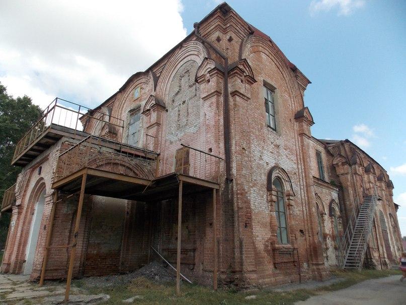 Стены курьинской церкви подготовлены к реставрации
